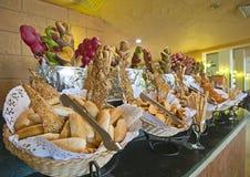 Przy hotelowym bufetem chlebowy pokaz Obraz Royalty Free
