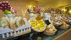 Przy hotelowym bufetem chlebowy pokaz Obrazy Stock
