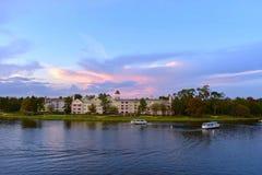 Przy Jeziornym Buena Vista Ferryboats i wiktoriański stylowy hotel na kolorowym zmierzchu tle w Jeziornym Buena Vista obraz stock
