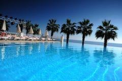 Przy kurortu basenem Zdjęcie Royalty Free