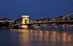 Przy noc łańcuszkowy bridżowy widok, Budapest Obrazy Royalty Free