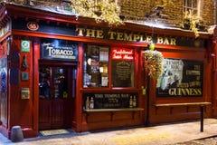 Przy noc Świątynny Bar. Irlandzki pub. Dublin Fotografia Stock