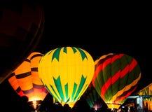 Przy noc gorące powietrze balon zdjęcia royalty free