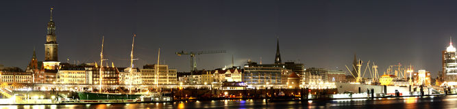Przy noc hamburska panorama Obrazy Stock
