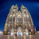 Przy noc kolońska Katedra zdjęcia royalty free