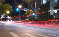 Przy Noc miasta Ruch drogowy Zdjęcia Stock