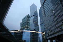 Przy noc nowożytni drapacz chmur miasto dzień Kreml Moscow zewnętrznego Rosja Zdjęcie Stock
