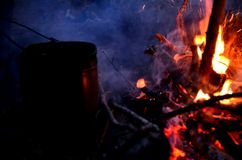 Przy noc ogieniem Fotografia Stock