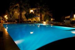 Przy noc pływacki basen fotografia royalty free