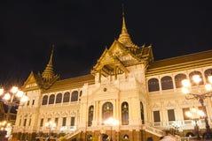 Przy noc uroczysty Pałac, Bangkok obraz stock