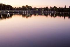 Przy noc wascana jezioro Obrazy Stock