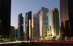 Przy półmrokiem Doha śródmieście, Katar obrazy stock