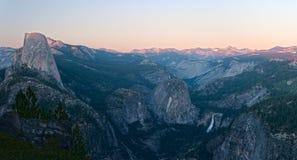Przy Półmrokiem Przyrodnia Yosemite Kopuła Obrazy Royalty Free