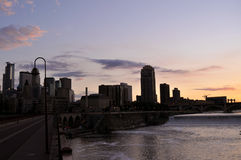 Przy półmrokiem Minneapolis linia horyzontu Zdjęcie Stock