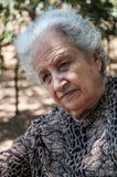 Przy parkiem starsza kobieta Fotografia Royalty Free