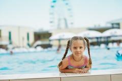 Przy piękna uśmiechnięta mała dziewczynka Zdjęcie Royalty Free