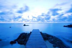 Przy plażą drewniany molo Fotografia Royalty Free
