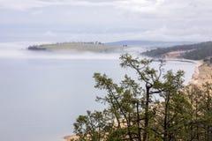 Przy plażą jeziorny Baikal blisko Khuzhir Fotografia Royalty Free