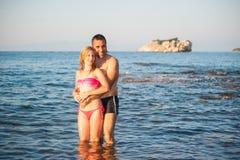 Przy Plażą potomstwo Para Fotografia Royalty Free