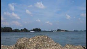 Przy Rhine blisko Grieth, Kalkar, Niemcy zdjęcie wideo