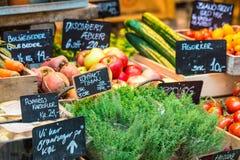Przy rolnika rynkiem świezi i organicznie warzywa Zdjęcie Stock