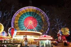 Przy rozrywkowym Bożenarodzeniowym jarmarkiem Ferris Koło Fotografia Royalty Free