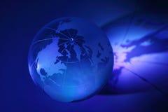Przy stojakiem szklana kula ziemska jest iluminuje Zdjęcie Stock