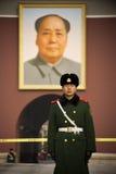 Przy Tiananmen bramą strażowy zegarek zdjęcie royalty free