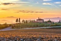 Przy wschód słońca Tuscany krajobraz fotografia royalty free