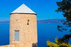 Przy Wyspy Grecką Hydrą Wiatru stary młyn Fotografia Royalty Free