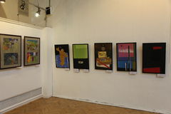 Przy wystawą współczesna sztuka piękna obrazy Rosyjski artysta Azamat E Czeslaw Obraz Stock