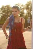 Przy zmierzchem ładna punkowa dziewczyna Zdjęcia Royalty Free
