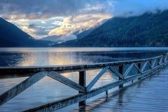 Przy zmierzchem jezioro krajobraz obrazy royalty free