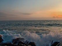 Przy Zmierzchem szorstki Morze Obrazy Royalty Free