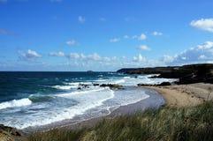 Przybywający wzrosta przypływ przy wybrzeżem nakrętka Frehel Brittany Francja Europa zdjęcia royalty free