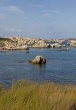 Przyciągający kształty wyspy Lavezzi na morzu Bonifacio, Południowy Corsica, Francja Zdjęcia Royalty Free
