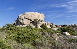 Przyciągający kształty wyspy Lavezzi na morzu Bonifacio, Południowy Corsica, Francja Fotografia Stock