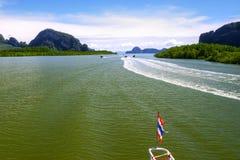 Przyciąganie morze, pływa na statku po zatoki w Tha zdjęcia royalty free