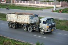 Przyczepy ciężarówka, rockowy zbiornik. Obrazy Stock
