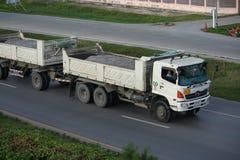 Przyczepy ciężarówka, rockowy zbiornik. Zdjęcia Royalty Free