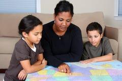 przyglądająca mapa zdjęcie royalty free
