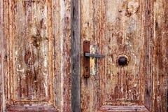 Przyglądający drewniani drzwi Fotografia Royalty Free