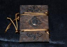 Przyglądający handmade notatnik, tylny widok Obraz Stock