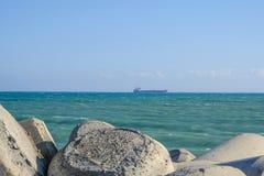Przyglądający morze od Zygi ` s marina out Zdjęcia Stock