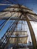 Przyglądający przy żaglami tradycyjny tallship up Fotografia Stock