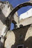 Przyglądający przy Carmo klasztorem w Lisbon up Fotografia Royalty Free