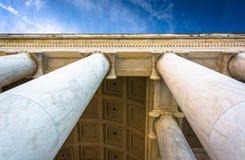Przyglądający przy kolumnami przy Tomasowskim Jefferson pomnikiem up, Washingt Obraz Royalty Free