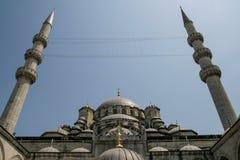 Przyglądający przy minaretami meczet up Zdjęcia Royalty Free