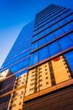 Przyglądający przy nowożytnym WSFS banka budynkiem w w centrum Wilmingt up Obraz Royalty Free