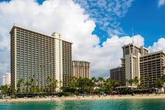 Przyglądający przy Waikiki plażą z powrotem obraz royalty free